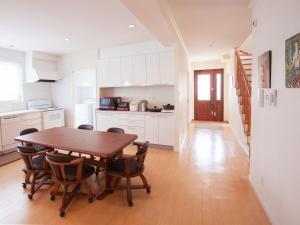 かりゆしコンドミニアムリゾートうるまレジデンシャル・デル・ソルにあるキッチンまたは簡易キッチン