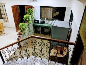 A kitchen or kitchenette at Ivy Orchids Villa