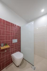 Ένα μπάνιο στο Stylish Studio Apartment - 1 House