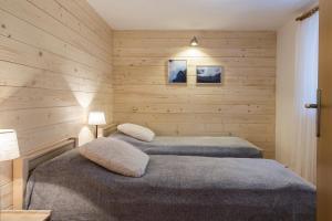 Łóżko lub łóżka w pokoju w obiekcie Apartament Antałówka z ogródkiem
