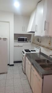 Una cocina o kitchenette en Departamento JT Mendoza