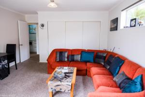 A seating area at Highview Drive Apartment
