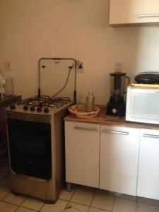 A kitchen or kitchenette at Apartamento, 2quartos,perto da praia e do shooping