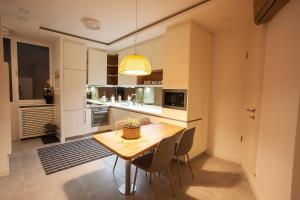 A kitchen or kitchenette at BestStay Apartment No 9 Pedestrian zone