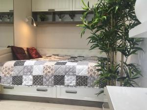 Кровать или кровати в номере Status Apartment in Aleksandrov