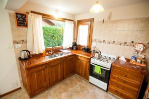 Una cocina o kitchenette en Casa Neneo Bariloche 2