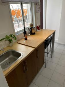 A kitchen or kitchenette at Apartment in a good location Ashdod