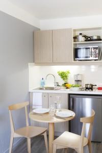 Cuisine ou kitchenette dans l'établissement Aparthotel Adagio Access Marseille Prado Périer