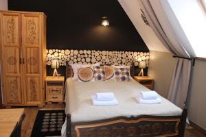 Łóżko lub łóżka w pokoju w obiekcie Willa Misiowa Chata