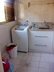 Una cocina o zona de cocina en Cobertura em Resort