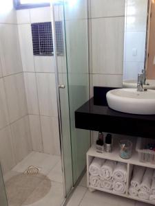 Un baño de Cobertura em Resort