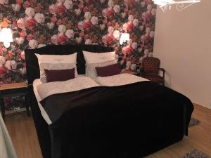 A bed or beds in a room at Holiday Home Hamar