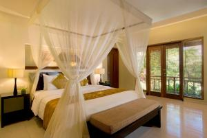 A bed or beds in a room at The Kunja Villa-Hotel