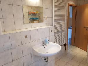 Ett badrum på Apartments Zum Glasmacher