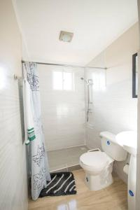 A bathroom at Xanthys 4 - Large Apt @ best Price Close to Beach!