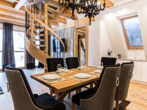 Restauracja lub miejsce do jedzenia w obiekcie Mont Blanc Deluxe