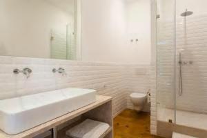 Een badkamer bij Luxurious Apartment heart of Principe Real
