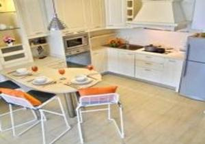 A kitchen or kitchenette at Patong Tower 1-Bedroom Apartment Full Sea View