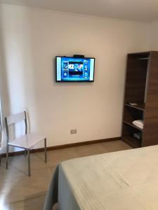 Una televisión o centro de entretenimiento en BOULEVARD departamentos