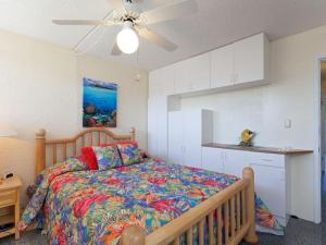 A bed or beds in a room at Puako Beach Condo 109