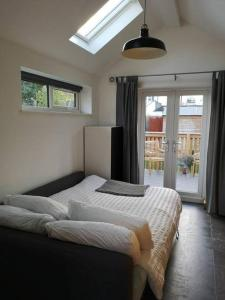 A bed or beds in a room at Tiny House Cardiff