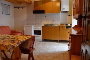 A kitchen or kitchenette at Ovindoli Via della Fonte 52A