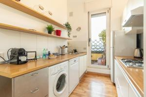 A kitchen or kitchenette at Alessia's Flat- Isola M5