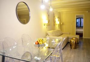 Uma área de estar em Barcelona Mercaders Apartments