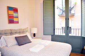 Cama ou camas em um quarto em Barcelona Mercaders Apartments