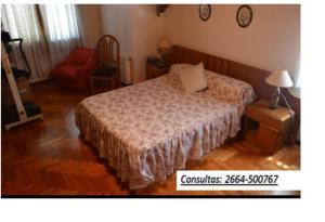 Una cama o camas en una habitación de CASA QUINTA EN MERLO