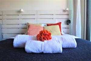 A bed or beds in a room at Porto Sunny Terrace Almada