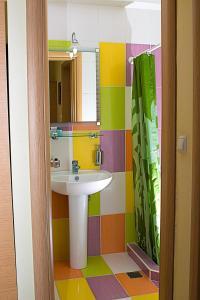 Ένα μπάνιο στο Anthena Studios