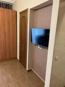 Телевизор и/или развлекательный центр в Керченский дворик