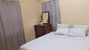 A bed or beds in a room at Green-Leaf Apartments