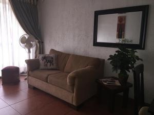 Zona de estar de Cómodo departamento en Barrio Lastarria