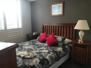 A bed or beds in a room at Serviced Apartments Sydney- Eclipse