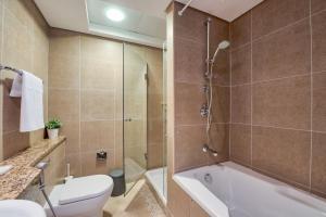 A bathroom at GuestReady - Sky Gardens