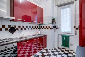 A kitchen or kitchenette at GuestHero - Apartment - Precotto M1