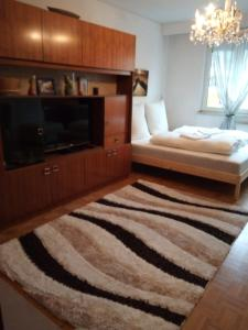 Ein Bett oder Betten in einem Zimmer der Unterkunft Кleine gemütliche Wohnung im Zentrum von Salzburg