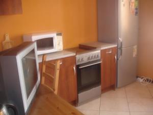 A kitchen or kitchenette at Apartment on Tsentralnaya 17