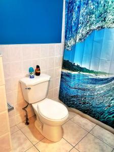 A bathroom at Cozy 3BRD APT next to Airport & 20min to Downtown