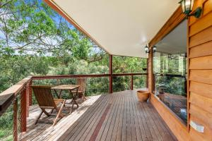 A balcony or terrace at Ravensbourne Escape-Tree Tops
