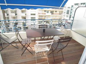 A balcony or terrace at Appartements Medicis