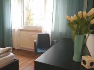 A seating area at Schöne 2-Zimmer-Parterre Wohnung WF