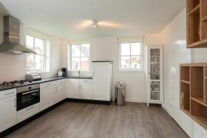 Kuhinja oz. manjša kuhinja v nastanitvi Buitenplaats Witte Raaf aan Zee