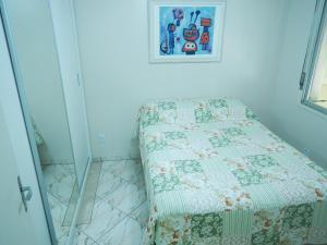 A bed or beds in a room at Quintana Flats - Sem café