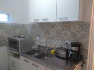 Una cocina o kitchenette en COZY II DEPARTAMENTO EN PLENO CENTRO DE MENDOZA