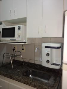 A kitchen or kitchenette at Thermas Paradise Rio Quente-GO