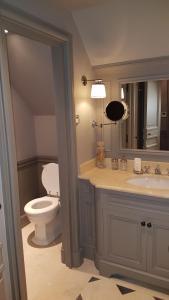 Ein Badezimmer in der Unterkunft Parc Royal Appartements