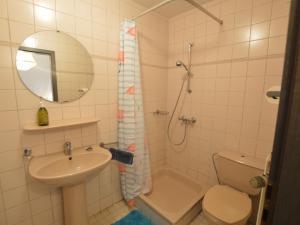 Ein Badezimmer in der Unterkunft Spacious Holiday Home in Vielsalm Belgium with Garden